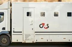 Glasgow, Schotland - 1 December 2017: Een voertuig van het gevangenevervoer dat door G4S in werking die wordt gesteld die op de s Stock Fotografie