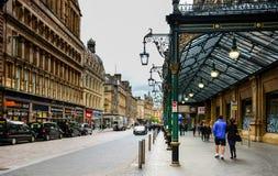 Glasgow/Scozia - 20 giugno 2018: punto di vista di Gordon Street a Glasgow, Scozia, con l'entrata alla stazione di Glasgow Centra Fotografie Stock