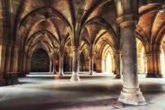 Glasgow University Cloister kolonner royaltyfria bilder