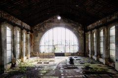 Glashalle und Gras Stockfotos