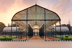 Glashaus bei Lal Bagh Botanical Gardens Stockfoto