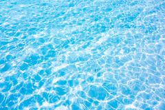 Glashelder water van het tropische overzees en het witte zandstrand Ab Royalty-vrije Stock Foto's