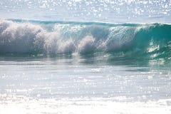 Glasheldere golf bij het strand Royalty-vrije Stock Afbeeldingen