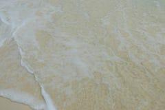 Glasheldere overzees op het strand stock fotografie