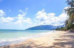 Glasheldere water overzeese stranden royalty-vrije stock foto's