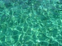Glasheldere wateren van Grote Kaaiman stock foto's