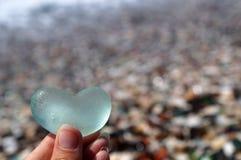 Glasherz, das Liebe symbolisiert Stockfoto