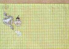 Glasherzspiegelschmucksilberdekorations-Tischdeckengewebe stockfotos