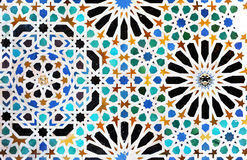 Glasig-glänzende Fliesen, azulejos, Alhambra-Palast in Granada, Spanien stockbild