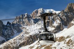 Glaskabelbaan SKYWAY op Mont Blanc stock fotografie
