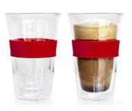 Glaskaffeetasse leer und voll lokalisiert stockfotos