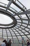 Glaskoepel op de bovenkant de bouw van van Reichstag (Bundestag) Stock Foto