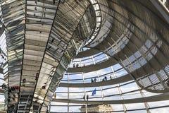 Glaskoepel van de bouw van Reichstag Bundestag in Berlijn stock afbeeldingen