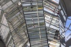Glaskoepel van de bouw van Reichstag Bundestag in Berlijn royalty-vrije stock afbeeldingen