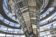 Glaskoepel van de bouw van Reichstag Bundestag in Berlijn royalty-vrije stock fotografie