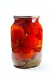 Glaskruik van ingeblikte tomaten op witte achtergrond Stock Afbeeldingen