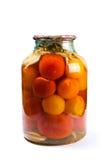 Glaskruik van ingeblikte tomaten op witte achtergrond Royalty-vrije Stock Fotografie