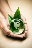 Glaskugel in den Händen Lizenzfreies Stockfoto