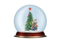 Glaskugel mit Tannenbaum und Sankt trennte Stockbild