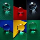 Glaskugel oder Wassertropfen auf einem Hintergrund des bunten Papiers Säubern Sie und glänzen Sie, Collage Stockbild