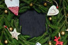 Glaskugeln getrennt auf einem weißen Hintergrund Abstraktes Hintergrundmuster der weißen Sterne auf dunkelroter Auslegung Schwarz Lizenzfreies Stockfoto