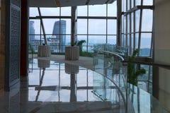 Glaslounge in een wolkenkrabber in Kuala Lumpur royalty-vrije stock foto