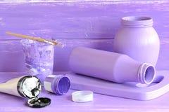 Glasmilchflasche des handgemachten Dekors Glasgefäßhandwerk Wie man Dekoration zu Hause mit Abfall macht Lizenzfreie Stockfotografie