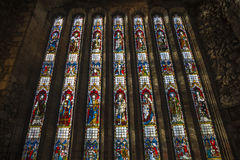 Glasmozaïek binnen van St Machar ` s Kathedraal in Aberdeen Stock Foto