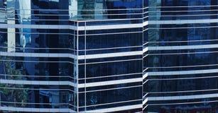 Glasmuur van een gebouw Stock Foto's