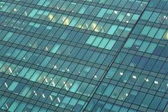 Glasmuur van het commerci?le centrumgebouw stock afbeeldingen