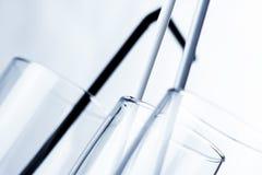 Glasnahaufnahme mit Cocktailstrohen Lizenzfreies Stockfoto