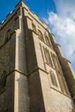 Glasonburypiek met de ruïnes van St Michael ` s Kerk stock afbeelding