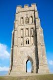 Glasonburypiek met de ruïnes van St Michael ` s Kerk stock afbeeldingen