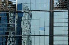 Glaspanels des Bürohauses Stockbilder