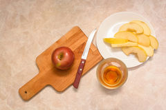 Glass of apple juice with sliced apple Stock Photography