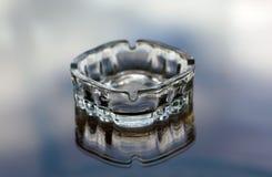 Glass askfat som djupfryst vattenicec Royaltyfri Bild