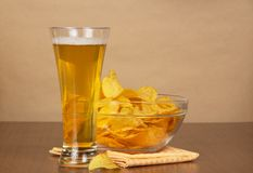 Glass of beer, bowl with chips and a napkin Royalty Free Stock Photos