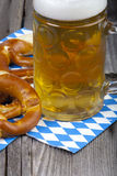 Glass of beer and pretzels Royalty Free Stock Photos