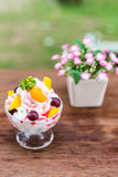 Glass with blueberry-blackberr y, raspberry and strawberry with Stock Photography