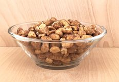 Glass bowl of roasted peanuts Royalty Free Stock Images