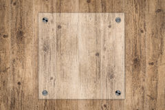 Glass bräde- eller akrylram på träbakgrund Arkivfoto