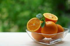 Glass bunke med apelsiner Royaltyfri Fotografi