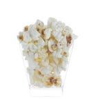 Glass bunke med popcorn på vit bakgrund Fotografering för Bildbyråer