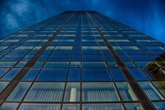 Glass byggnad för kontor i abstrakt begrepp royaltyfri foto