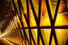 Glass byggnad för kontor i abstrakt begrepp på natten Arkivfoton