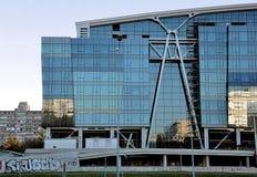 Glass byggnad för oavslutad affär Royaltyfria Foton