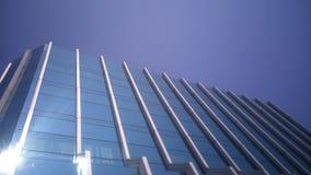 Glass byggnad med bakgrund för blå himmel Fotografering för Bildbyråer