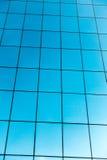Glass byggnad och moln Royaltyfria Foton