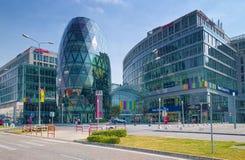Glass byggnader av den Eurovea gallerian i Bratislava Arkivfoton