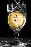 glass citronvatten Arkivfoton